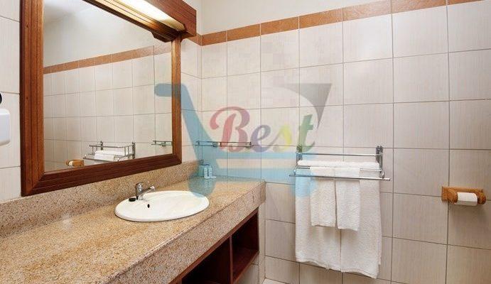 hotel-le-palmiste pool washroom