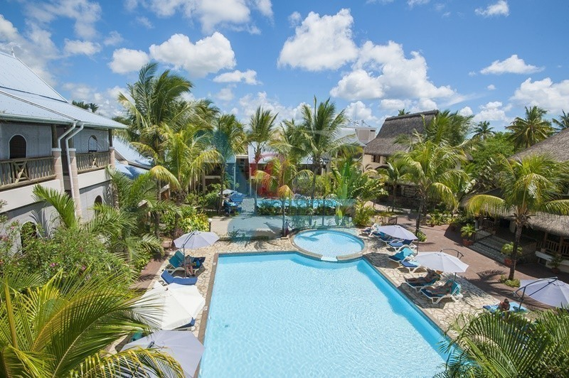 hotel-le-palmiste pool