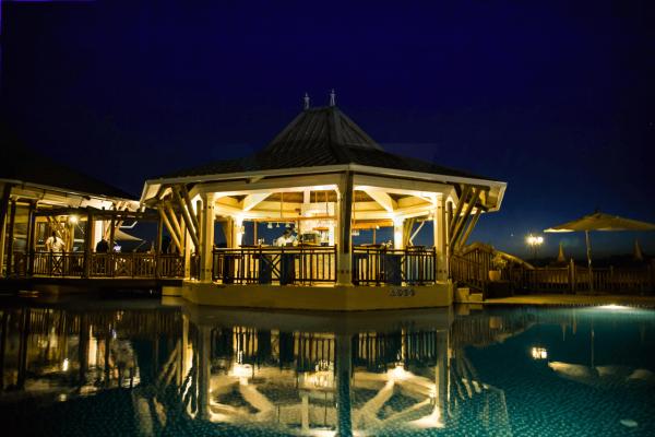 Pearle Beach hotel restaurant